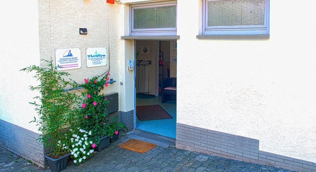 Thera Gym - Praxis für Physiotherapie und Kinesiologoie: ebenerdiger Eingang